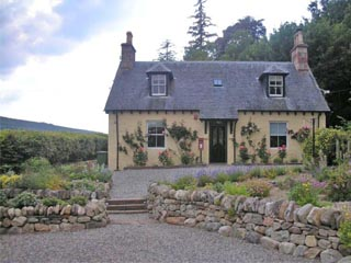 Westlodge Cottage - Former Lodge House to Swordale Castle, Evanton, Dingwall, Inverness-shire