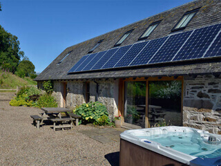 rural cottage aberfeldy with hot tub